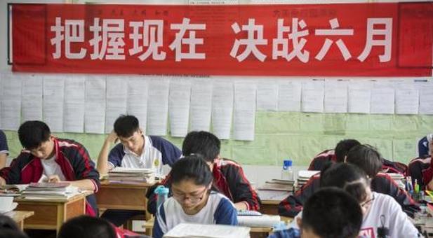 2019年云南异地高考报名政策外来人口及随迁务工人员报名方案