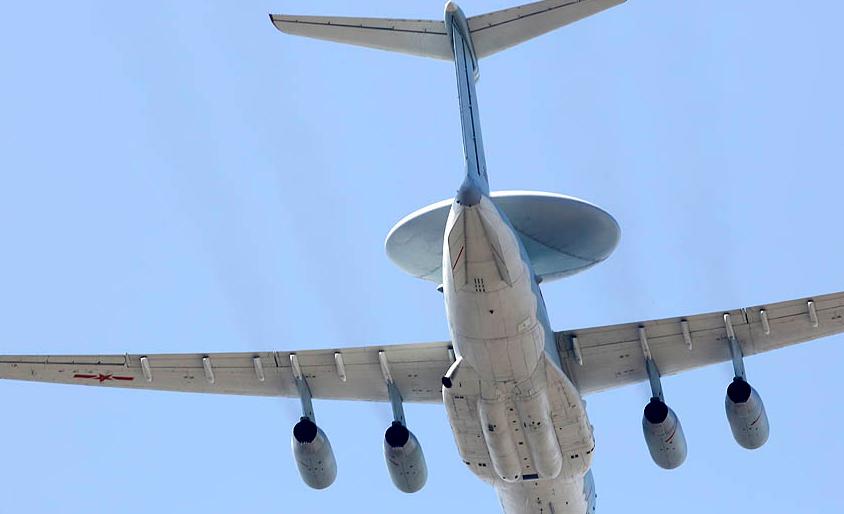 """2018年空军飞行学员培养模式:""""3+1""""军地联合模式"""